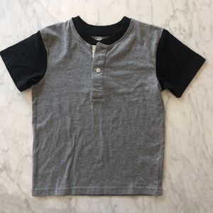Basic T with button collar